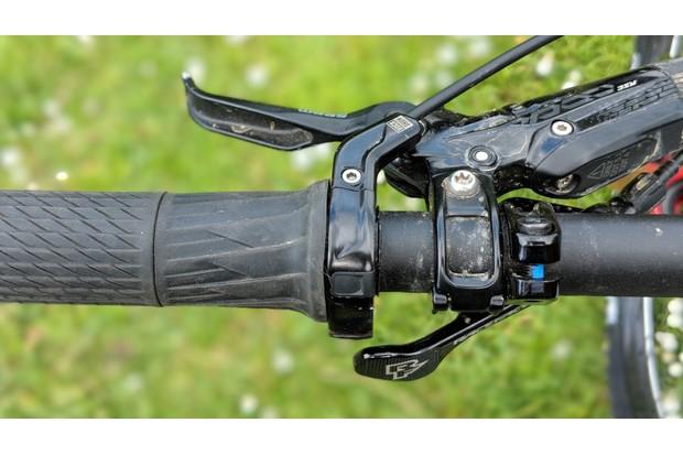 SRAM TwistLoc suspension adjustment remote on a Bold Unplugged enduro mountain bike