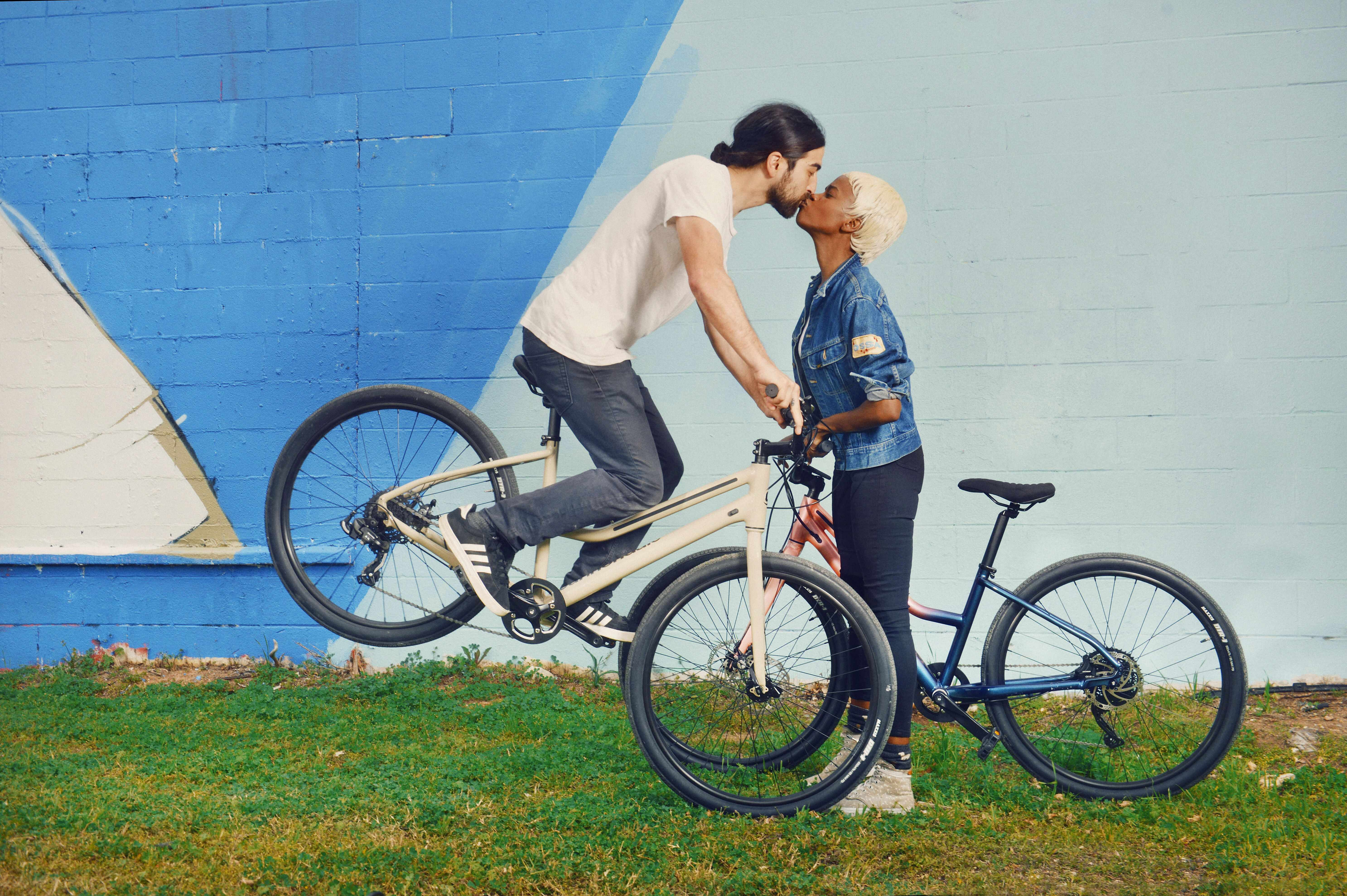 Cannondale Treadwell Range couple kissing