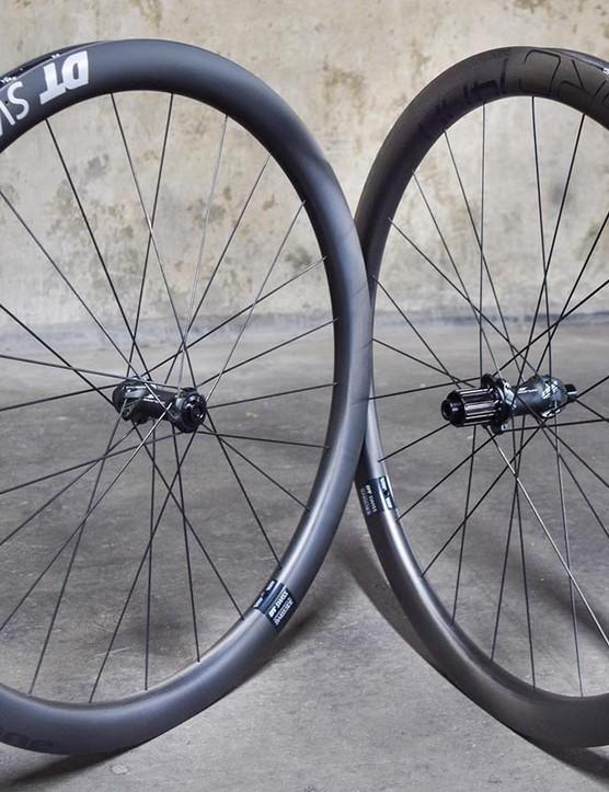 Gravel road wheelset