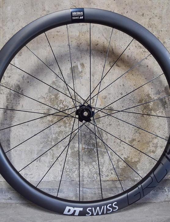 Gravel road wheel wheelset