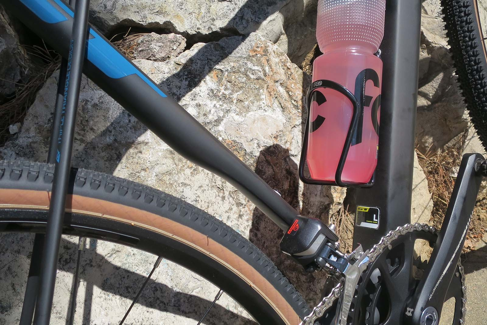 The bottom third of the seat tube radically flattens so the un-restricted (by the seatstays) seat tube can flex significantly