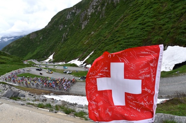 Peloton in Gotthardpass at the Tour de Suisse