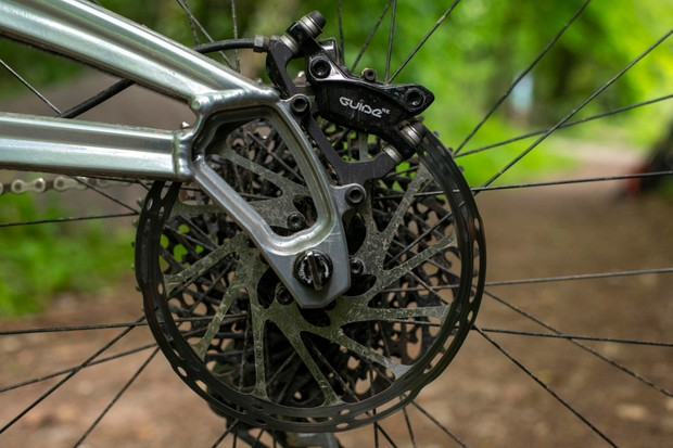 Guide RE mountain bike brake callipers and disc rotor