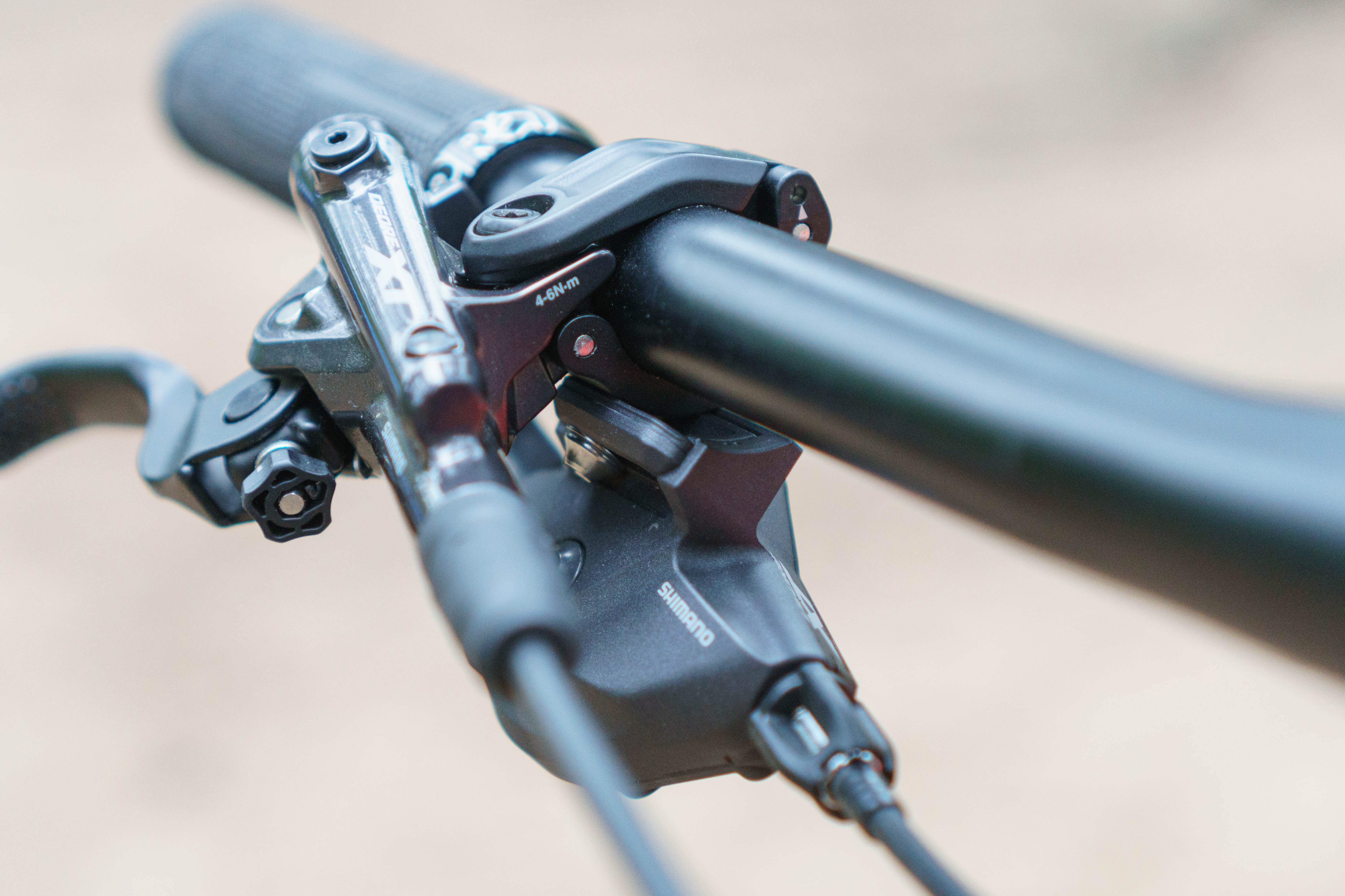 XT M8100 levers and shifters