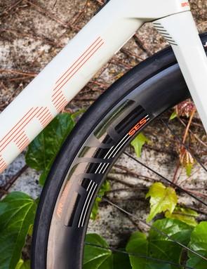 asymmetric slim fork legs on white road bike