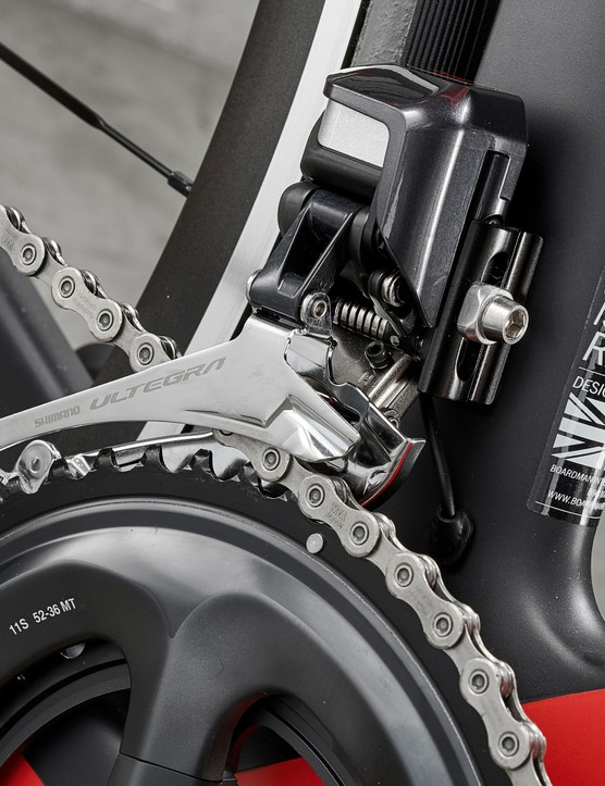 Shimano Ultegra Di2 shifting on Boardman AIR 9.4 road bike