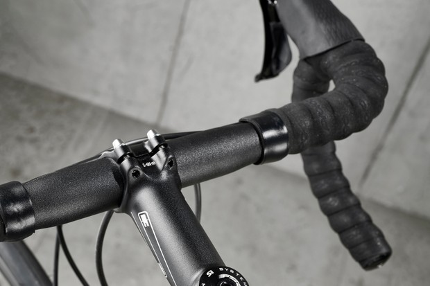 Alloy handlebar on Cannondale Supersix Evo 105