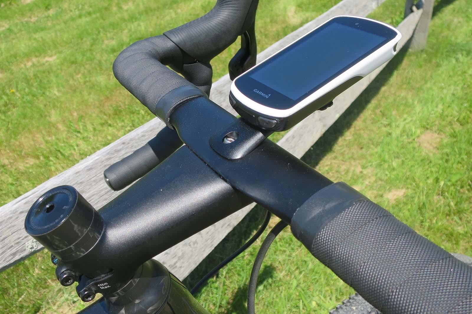 Hollowgram stem and carbon bar on road bike
