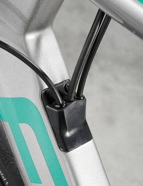 internal cable on road bike