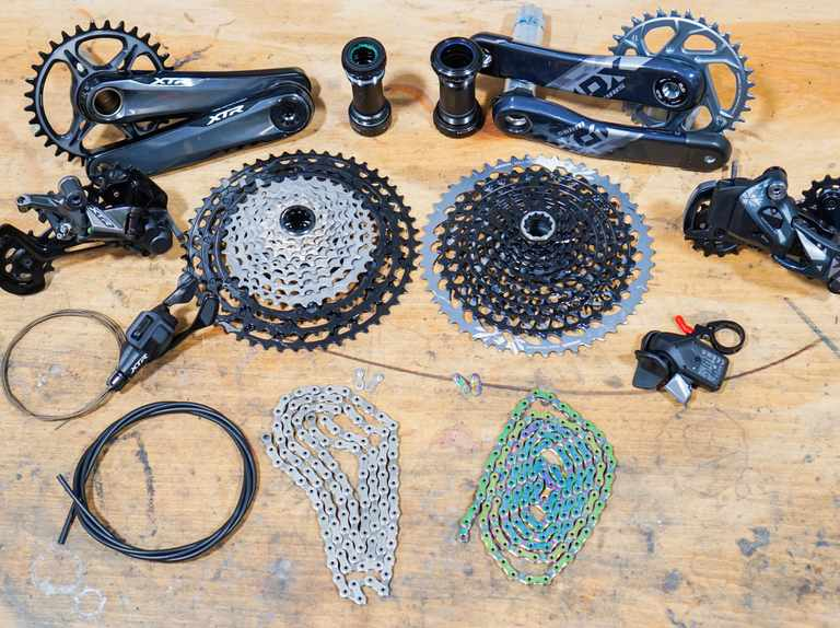 SRAM X01 Eagle AXS vs Shimano XTR M9100 | Which is the best