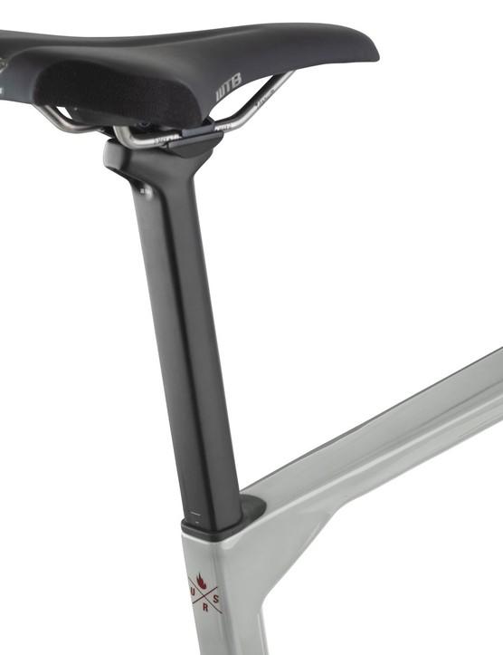 D-shaped seatpost on gravel road bike