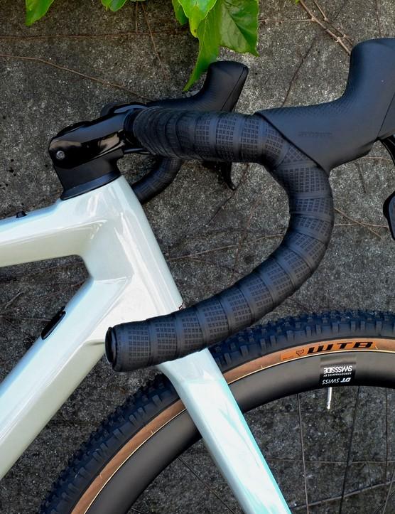 handlebar on gravel bike