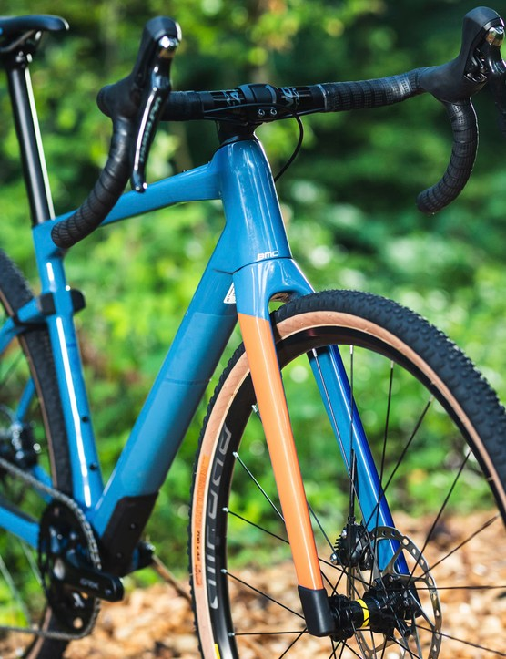 three quarter view gravel road bike