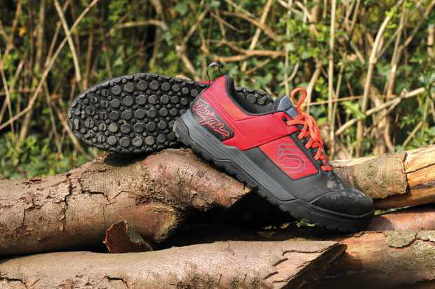 Red and Black mountain bike flat shoe