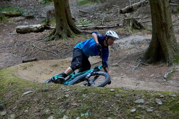 Cyclist riding GT Force 29 Expert on dirt track