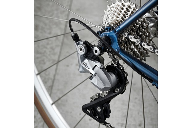 Shimano 105 drivetrain on urban road bike