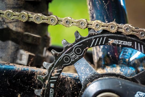 Suntour Zeron cranks on blue hardtail mountain bike