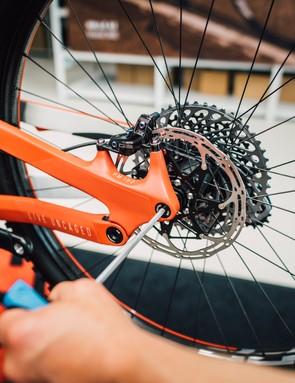 SRAM G2 Ultimate brakes provide plenty of stopping power
