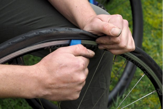 Remove the tyre with a lever
