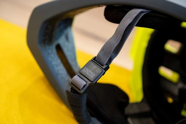 Magnetic strap of IXS Trigger FF full-face helmet in green/black