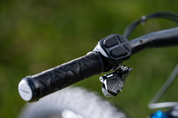 The RideControl 1 bar-mounted remote let's you toggle between the five motor modes with relative ease. There are small LED lights displaying what mode you're in and battery life on the remote, but they're not the easiest to see in bright sunshine