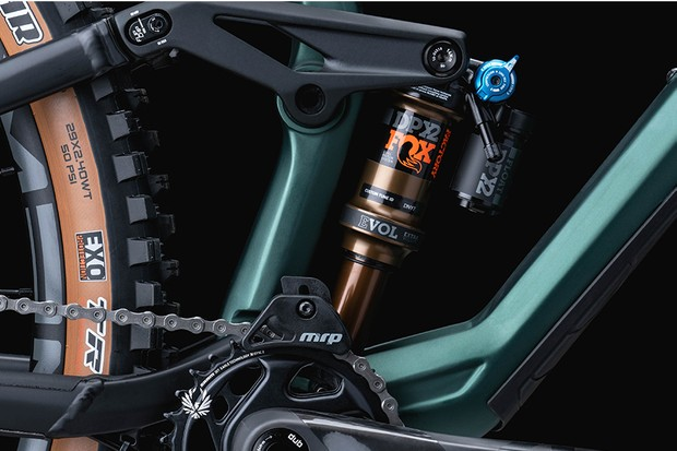 Geometry flip switch and rear suspension