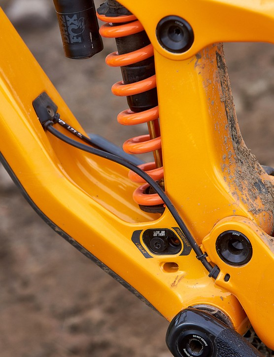 internal cables on full suspension mountain bike