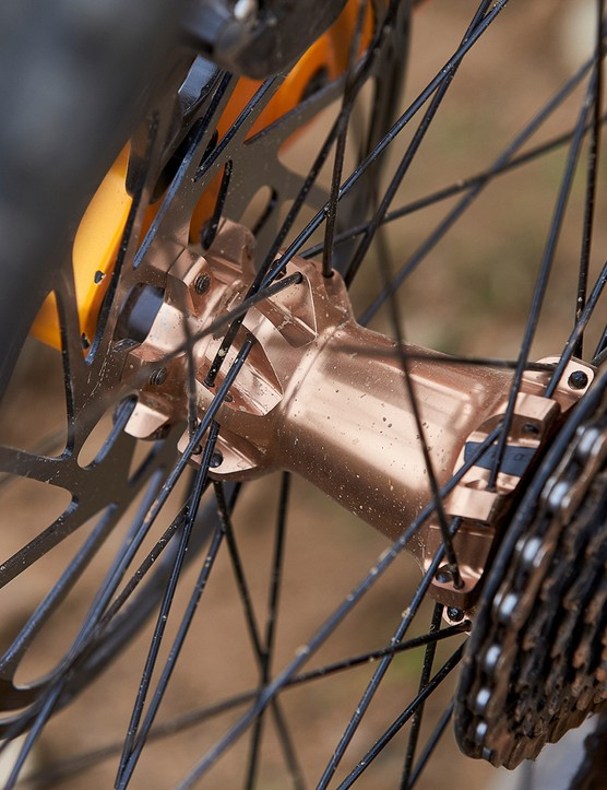 hub and spokes on full suspension mountain bike