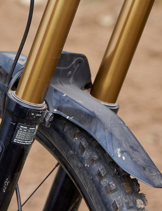 Fox 40 fork and fender on full suspension mountain bike