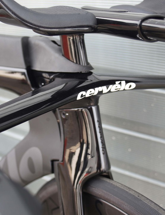 bar on black cervelo p5 TT bike