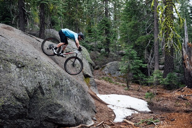 Riding Specialized Epic on rocks