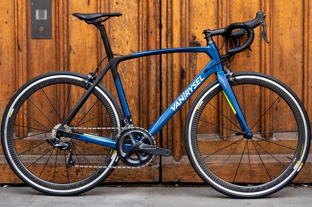 Van Rysel RR920 CF Ultegra road bike