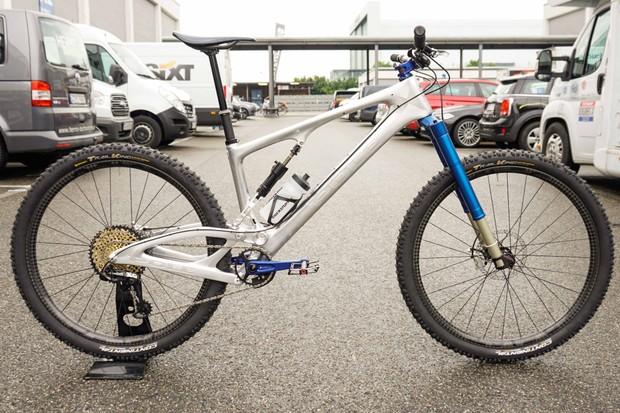 Intend Edge mountain bike suspension fork on a Pole enduro mountain bike