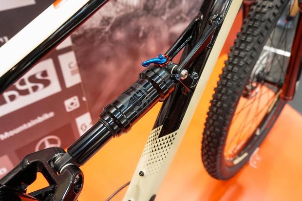 x-fusion shock on full suspension mountain bike