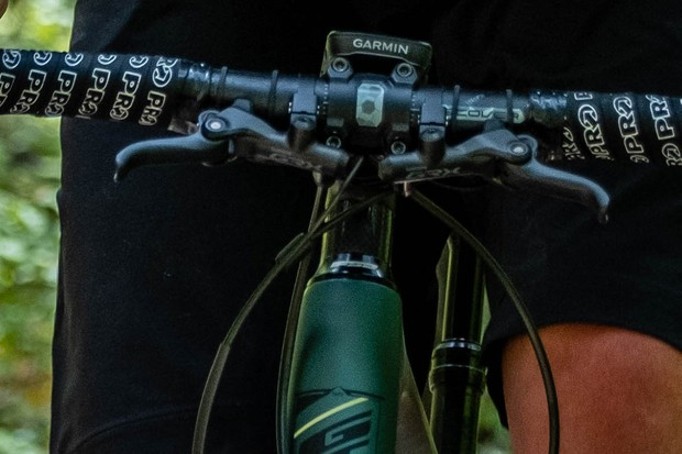 Shifter and brake units on bar of gravel bike