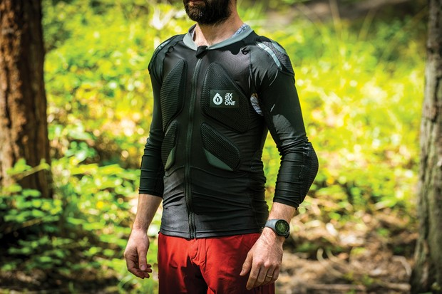 Front view SixSixOne Recon Advanced armour jacket for mountain biking
