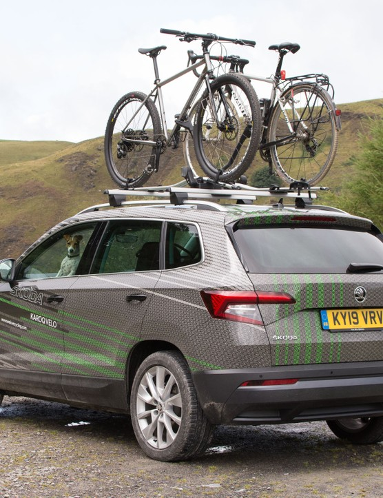 Skoda crossover with bikes on roof