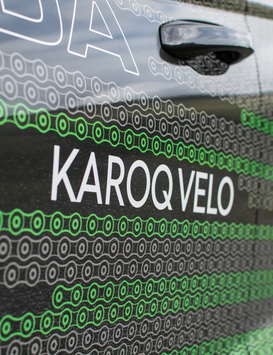 Karoq logo on side of car with chain motif