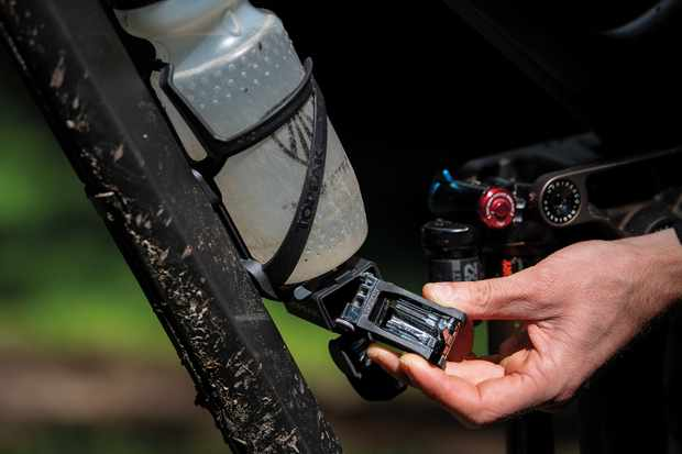 Topeak Master Z bottle cage and tool