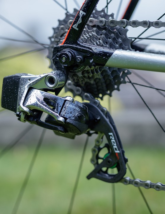 sram groupset on cannondale road bike