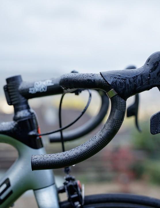 handlebar on cannondale road bike