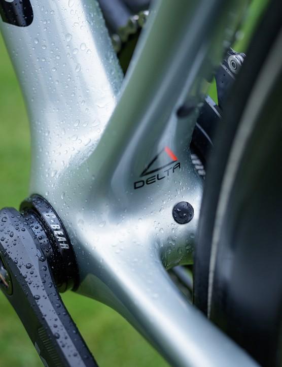 bottom bracket on cannondale road bike