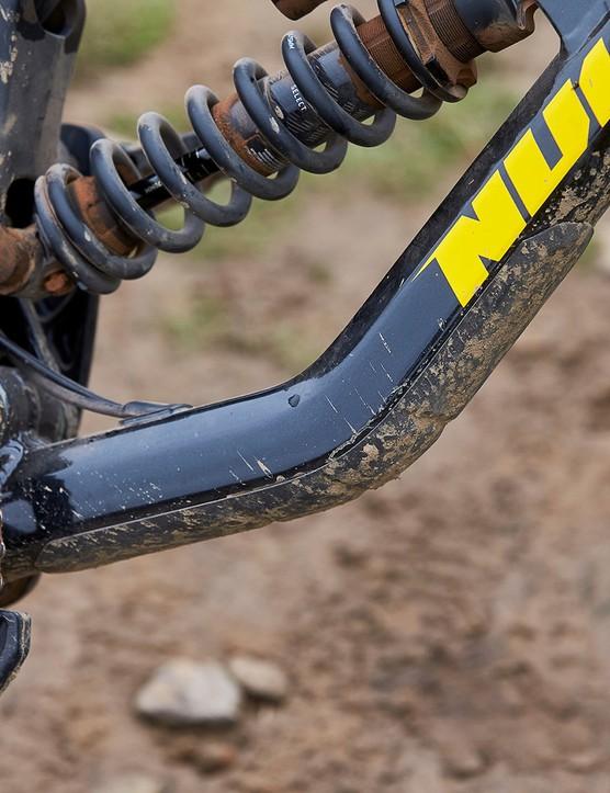 inbuilt protector on downtube on full suspension mountain bike