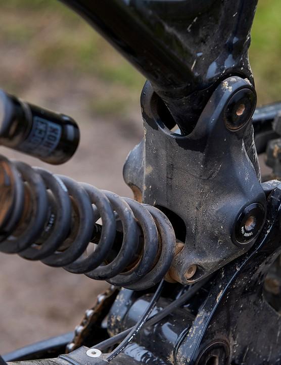 frame linkage on full suspension mountain bike