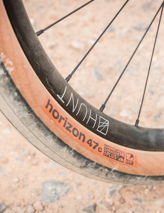 Hunt 650B alloy wheels and 47c WTB tyres on Rondo HVRT CFO road bike