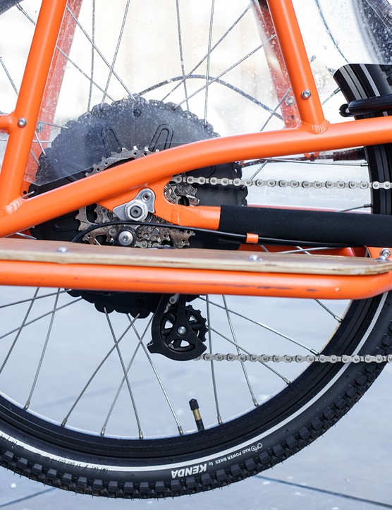 Running boards on electric cargo bike
