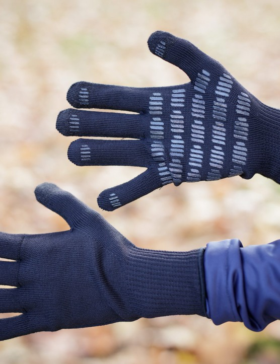 Knitted lightweight thermal cycling gloves