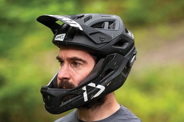 https://images.immediate.co.uk/production/volatile/sites/21/2020/01/Leatt-DBX-3-convertible-helmet-01-44cc038.jpg?quality=90&resize=620,413