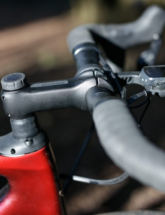 Side view of stem and headset with Future Shock adjuster knob