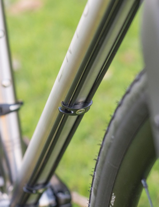 External cabling running under downtube